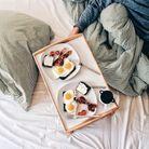 Petit-déjeuner au lit anglais : Bacon & eggs