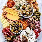 Plateau de fromage et charcuterie méditerranéen