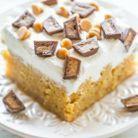 Poke cake au beurre de cacahuètes