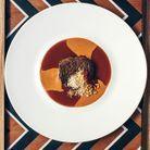 Bœuf façon mafé, sauce à l'arachide, tamarin, fonio et mélange de cacahuètes torréfiées, sésame et piment de Cayenne.