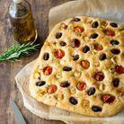 Focaccia aux tomates cerises, olives & feta