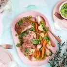 Gigot d'agneau de sept heures aux épices et légumes primeurs glacés