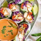Rouleaux de printemps végétariens au tofu et sauce aux cacahuètes