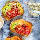 Tartine salée végétarienne aux tomates