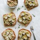 Tartines salées aux haricots blancs, ricotta et mini artichauts