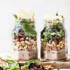 Salad jar à la patate douce et aux poires et aux noix
