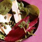 Salade de betterave crapaudine, chaource,  pousses d'épinards et pistaches