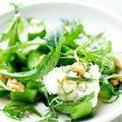 Concombre au wok et chevre en salade