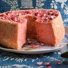 Gâteau angel cake aux pralines roses