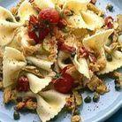 Papillons au piment, olives, thon et câpres