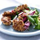 Poulet pané aux noisettes, salade de jeunes pousses