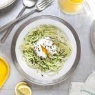 Salade de courgettes, oeufs pochés