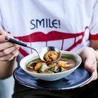Bouillon aux crevettes, miso et mini-aubergines