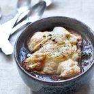Soupe à l'oignon, fromage de noix de cajou