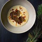 Velouté de topinambours à la fève tonka, noisettes, et truffe