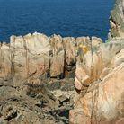 Les amas rocheux de l'îlesur lesquels viennent s'écraser les vagues. Un spectacle toujours impressionnant !
