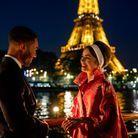 Avec une vue imprenable sur la Tour Eiffel, Emily est en bonne compagnie avec Alfie