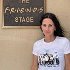 """Courteney Cox arbore elle aussi la collection imaginée avec le casting de """"Friends"""""""