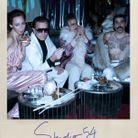 Halston (Ewan McGregor) et ses amis lors d'une soirée au Studio 54