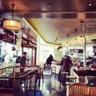 Bar cosy dans le quartier de Pigalle à Paris
