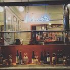 Un bar à vin cosy à Paris
