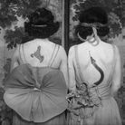 Femmes de dos tatouées.