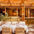 Le restaurant au milieu de la végétation, naturellement ombragé, et le Bellini Bar.