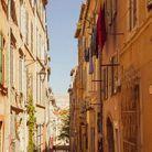 Ruelles étroites et pentues, il souffle un petit air de Naples dans le quartier du Panier.