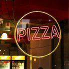 Une pizzeria de nuit à Paris