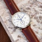 Une montre en cuir
