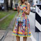Une robe ultra-colorée + des escarpins assortis