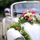 Décoration voiture mariage fleurs