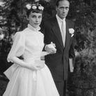Mel Ferrer et Audrey Hepburn dans sa robe de mariée imaginée par Pierre Balmain