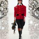 Bombe d'équitation Gucci + veste de tailleur rouge