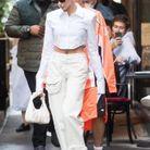 Hailey Bieber et son sac JW Pei