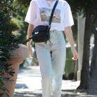 Emma Roberts en mocassins léopard