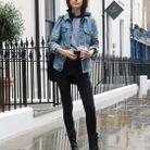 Avec une veste en jean