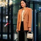 Un blazer camel et un it-bag