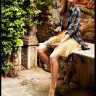 Chemise oversize et robe en tulle ceinturée de breloques Saint Laurent par Hedi Slimane