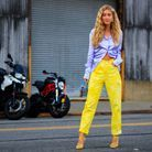 Emili Sindlev en jean tie and dye jaune