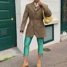 Le legging fluo avec un blazer