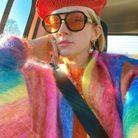 Pull multicolore et béret