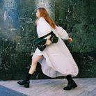 Parka et veste, Emporio Armani. Manchette et bagues, Imaï au bon marché Rive Gauche. Sac, Karl Lagerfeld x Amber Valletta. Boots, Chloé.