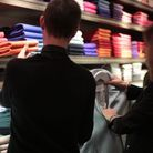 Caroline de Fayet cherche le pull pour matcher avec le manteau boule femme.