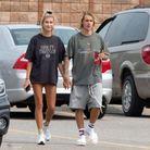 Justin Bieber et Hailey Baldwin portant un t-shirt similaire