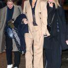 Victoria Beckham en tailleur beige