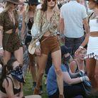 Alessandra Ambrosio en blouse imprimée à Coachella