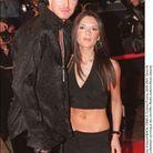 Victoria Beckham en cropped top et pantalon taille basse
