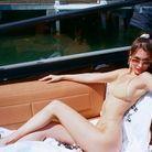 Bella Hadid et son bikini beige