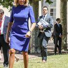 Brigitte Macron élégante au soleil